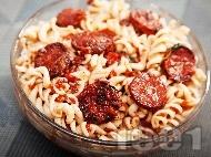 Паста фузили с наденички, пармезан и доматен сос
